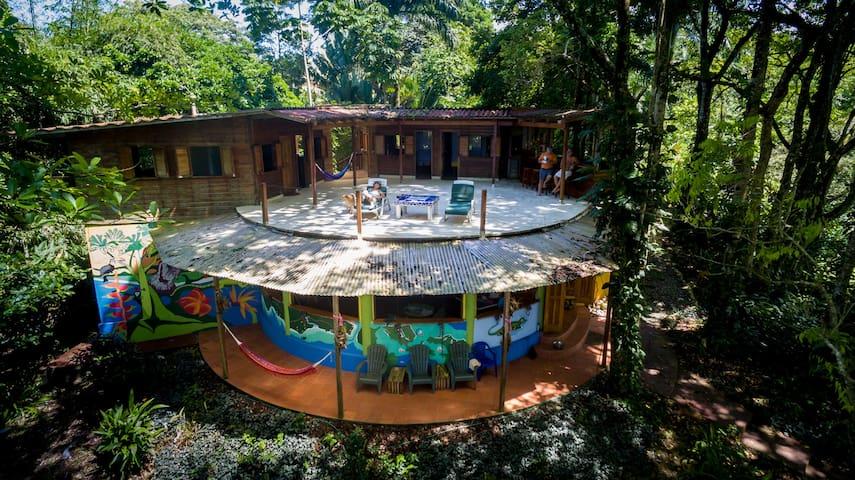 Playa Lagarto Lodge - Boca del Drago - Huis