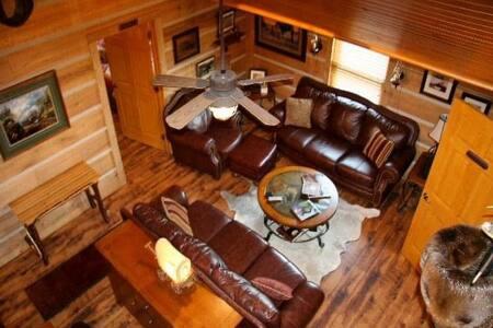 Roscoe Hillside Cabins-Buffalo Cabin