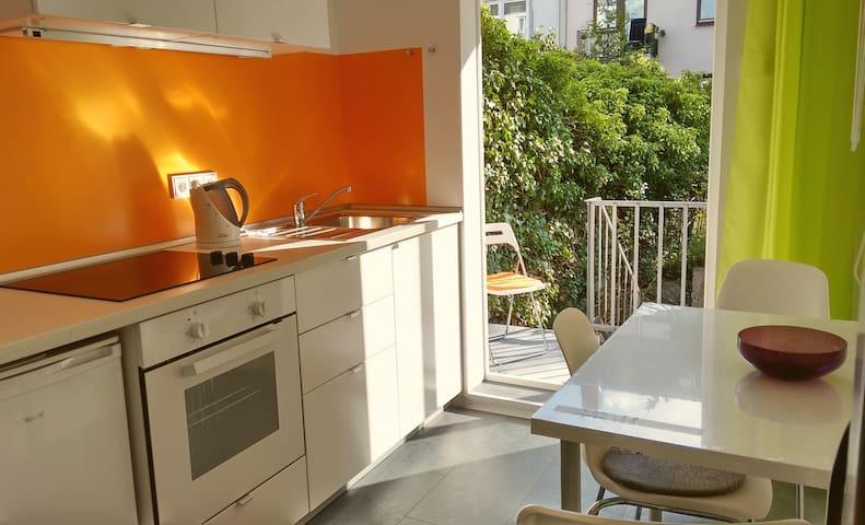 Individuelle 2-Zi.-Apartment mit kleiner Terrasse