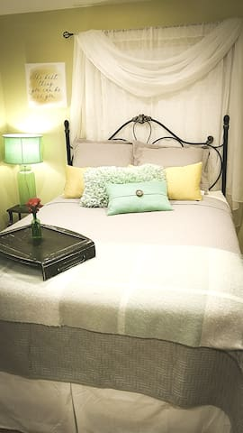 Charming Guest Suite Downtown Historic Area
