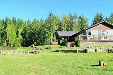 Country Home in the North Shuswap