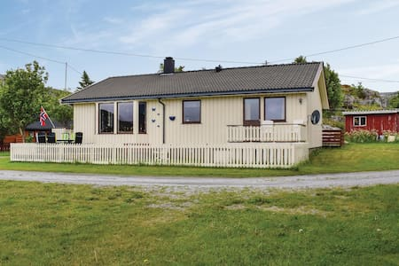 Holiday cottage with 4 bedrooms on 118m² in Steinsdalen