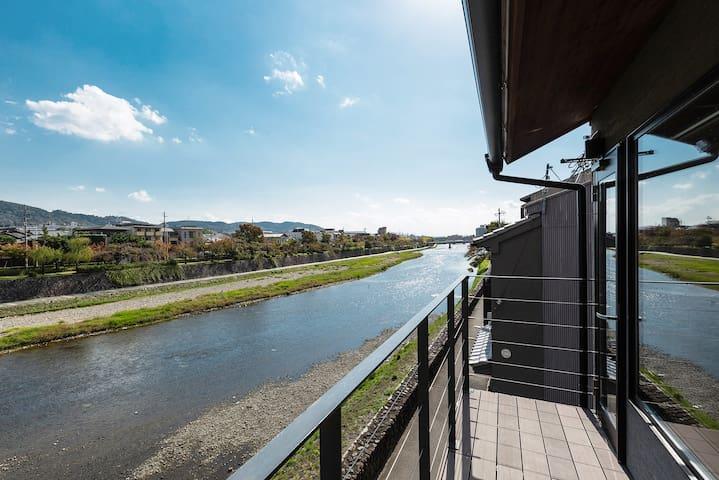 """Modern Machiya """"Kamogawa"""" with Riverside View"""