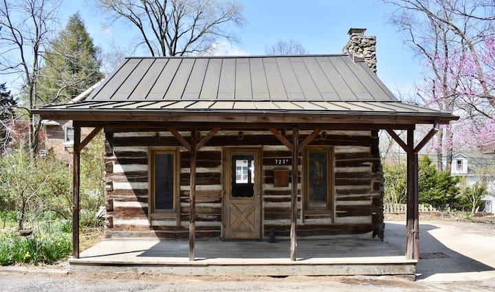 The Town Cabin in Elm Heights
