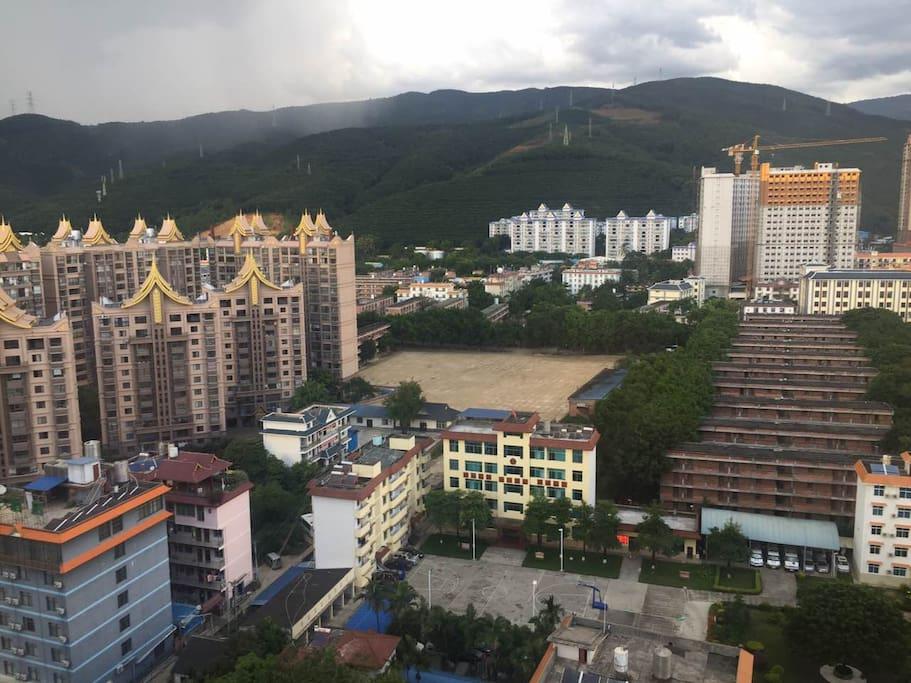 北阳台望出去的山景