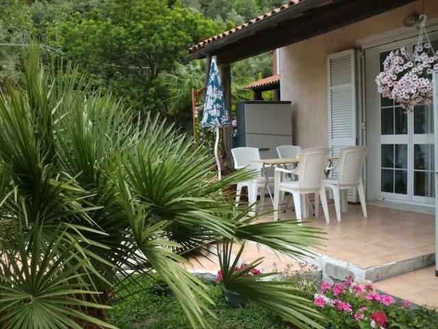 """Charmante Whg """"Palma"""" (Preis/Pers) - Cisano sul Neva - ที่พักพร้อมอาหารเช้า"""