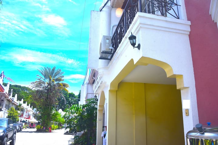 2-STORY HOUSE: SM LANANG, AZUELA COVE, DAVAO CITY