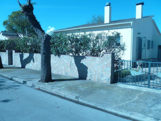 Villa indépendante, 2 chambres (4 pers), piscine - Bon Relax - Dom