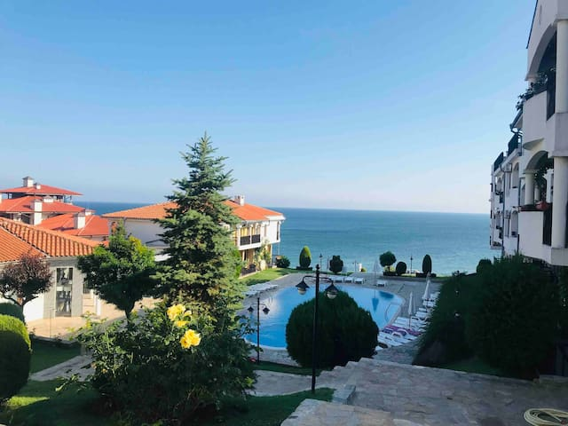 UNIQUE APARTMENT in first line to sea in St. Vlas
