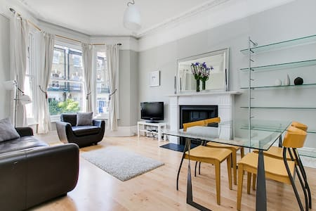 Sunny, Spacious & Stylish West Kensington Flat