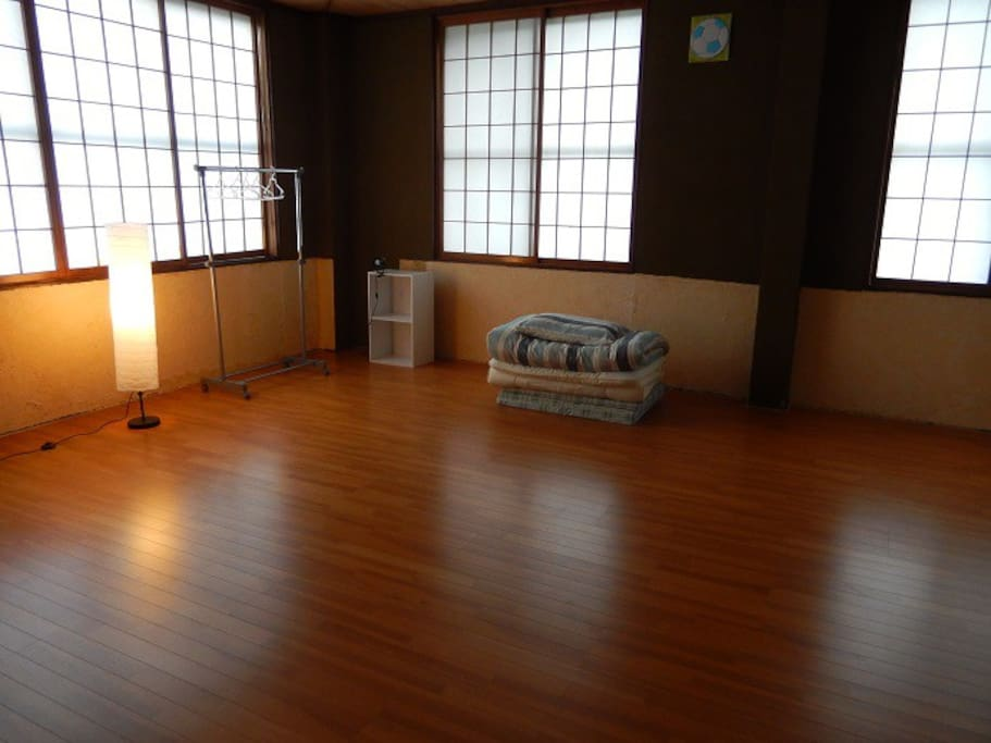 客室~日によっては広い部屋を独り占め/Shared guest room-You might have it by yourself, depends on the day, season.