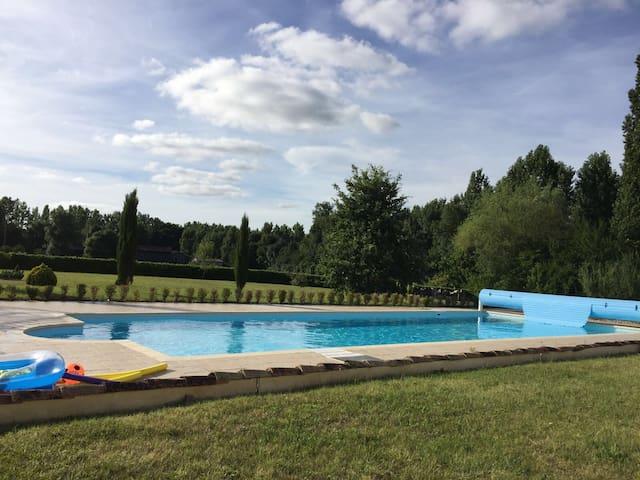 Comfortable gîte, sole use 15m pool, wifi, UK TV