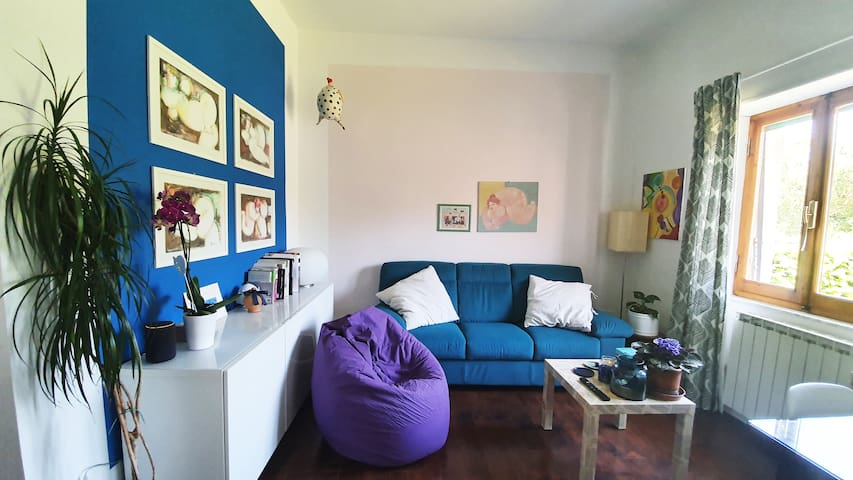 Lovely room in colorful apartment in Tuscany