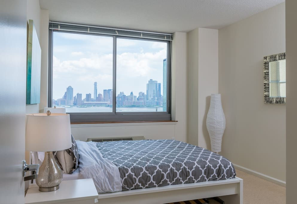 Master Bed Room With Manhattan View
