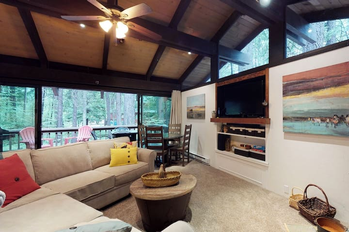 Secluded cabin w/ forest views and a fire pit - dogs welcome!