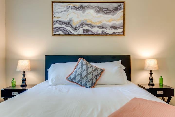 Dormigo Modern 1 Bedroom minutes drive from Centennial Park & Vanderbilt