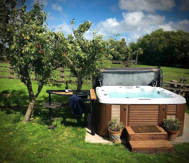 Farmhouse ensuite, private hot tub & Breakfast