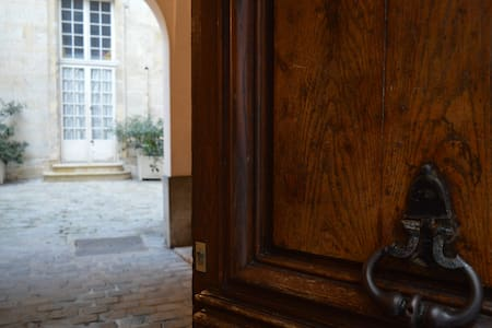 Charming Marais Apartment in a 18ème Mansion House - Париж
