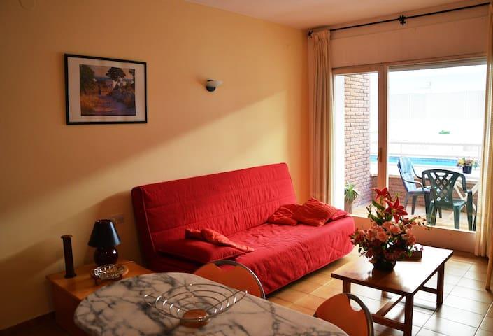 Studio avec canapé-lit 2 personnes.