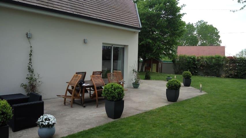 Chambre  à Rouvres en Plaine (proche de Dijon) - Rouvres-en-Plaine - Hus