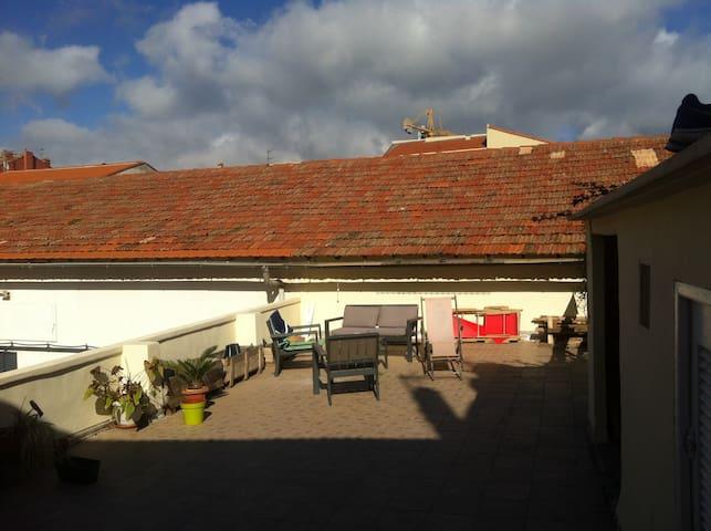 80 m² de terrasse ensoleillé de 8h à 18h + abri + cabanon