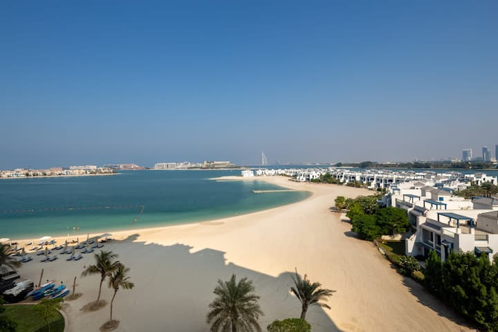 Gorgeous Beachfront Apartment On Palm Jumeirah