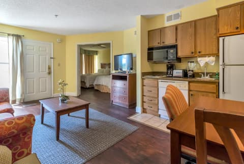 Downtown Luxury Suite