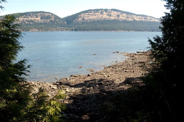 Waterfront 2 bedroom Pender Island