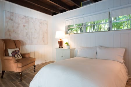 Private suite in magic cottage with pool - Miami