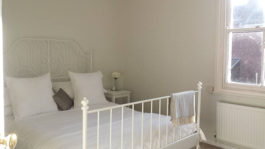 Beautiful & Peaceful Room in Leamington Spa