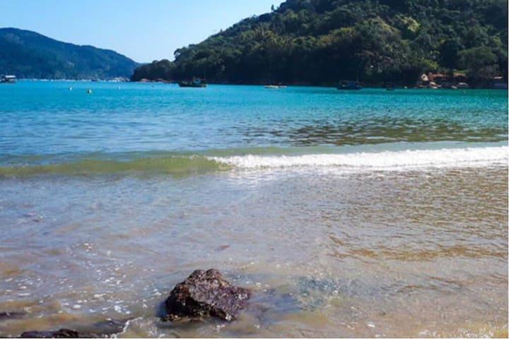 Ubatuba Perequê Mirim poucos metros da praia