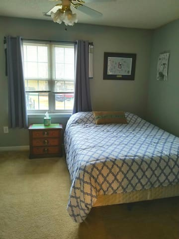 Guest Room in Downtown- 1 mile to Sanford Stadium