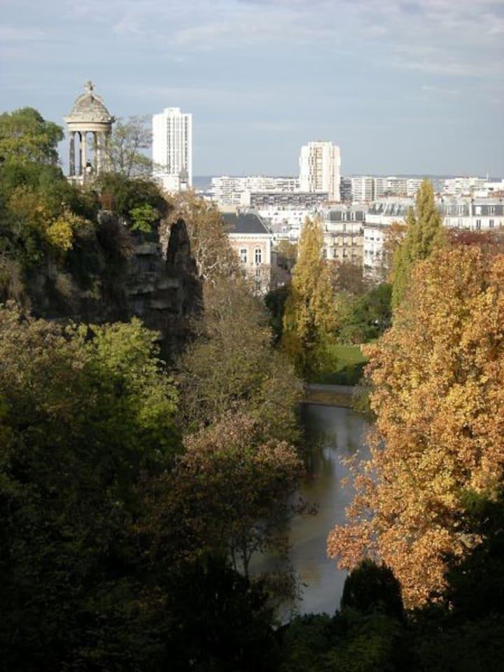 Parc Buttes Chaumont 1min walk