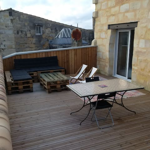 T2 55m2 terrasse 45m2 aux chartrons appartements for Appartement bordeaux chartrons t2