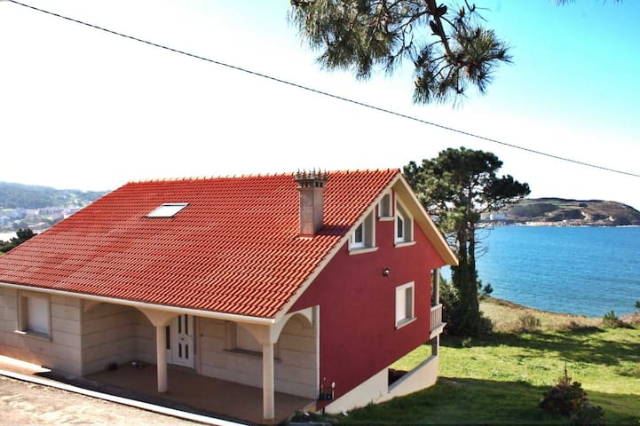 Ref. 11610 Amazing house with sea views