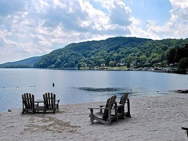 3 BR Cabin in Private Candlewood Lake Community