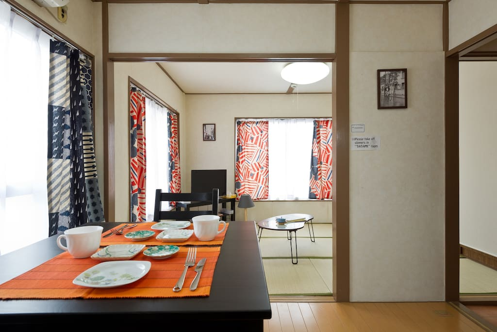 """Western style dining room and Japanese style """"Tatami"""" room next to it. ダイニングルームの隣には畳部屋があります。"""