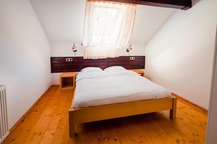 2nd Bedroom - Upstairs