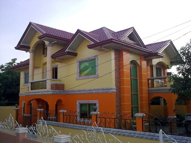 The Orange House - Vigan Villa for 4pax / room