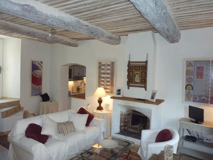 Maison de village typique provençale
