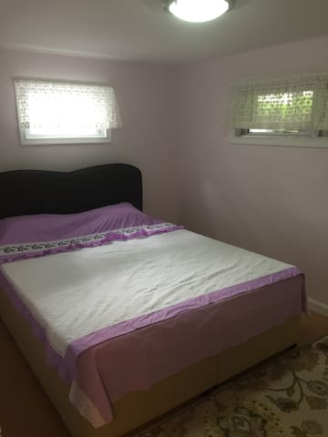 Very nice, clean, big 1 bdrm Suit!Close to NYC