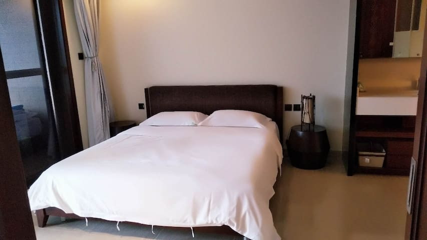 主卧房大床