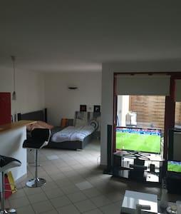 Beau studio de37m2 avec terrasse. - Igny - Apartamento