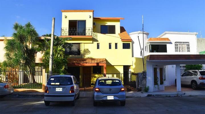 Cancun, Bonito cuarto con baño.