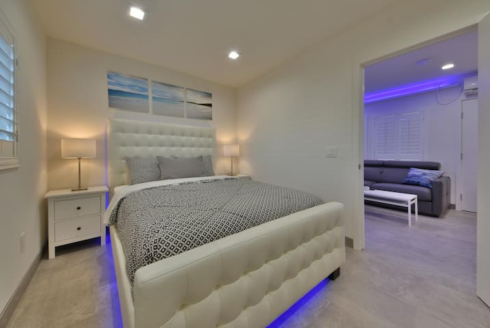 1244#1 Spectacular Contemporary Apartment by Beach