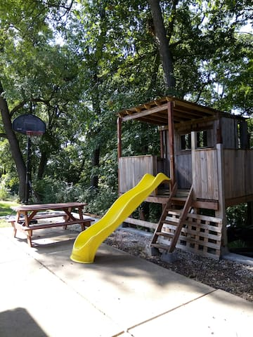 Huge Patio  -Picnic table -Pallet made tree house/play area  (Not shown is large comfy padded garden chairs with foot stools  (Not in picture is propane tank BBQ with every thing you need but the meat and potatoes)