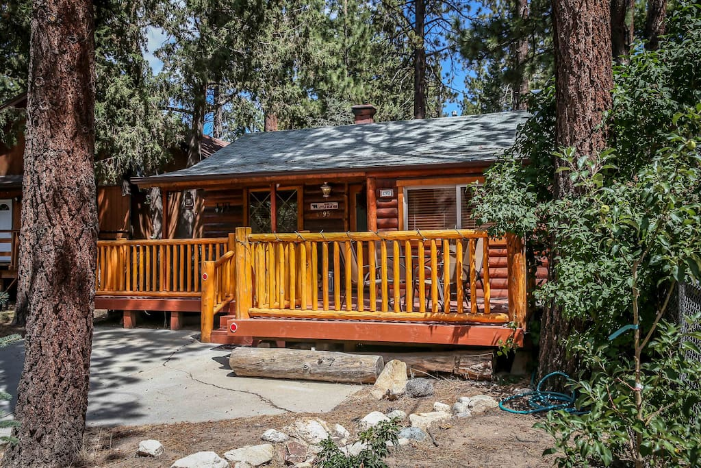 Lil bear romantic warm cozy log cabin cottages for Big bear lakefront cabins for rent