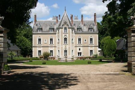 """Gîte """"la Maison du Boulanger"""" @Château de Fontenay - Bléré - エコロッジ"""