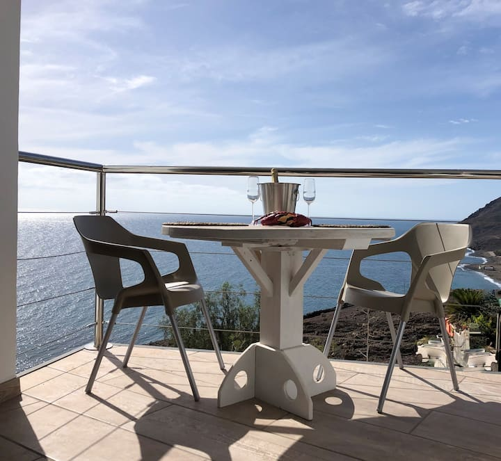 El Cangrejito – Large Design Apartment with a View