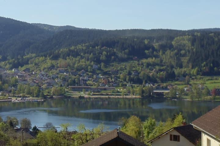 Vue panoramique lac de Gérardmer - Vosges -